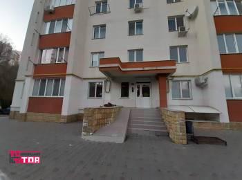 Chirie.  Apartament 2 odăi + living, 76 m2. Centru, strada Ion Inculeț. Pret 310 €.