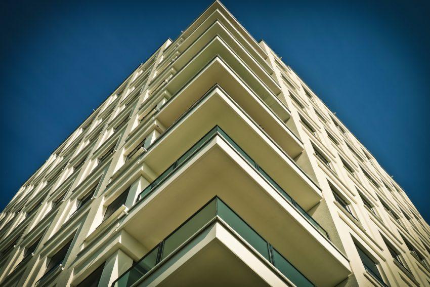Înainte de a semna contractul de vânzare-cumpărare, e recomandat să verifici cu atenție casa nouă pe care o cumperi