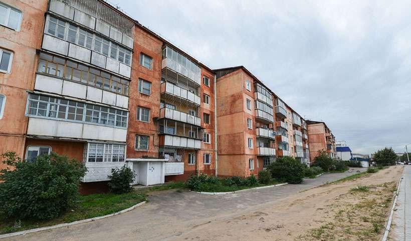 """Nu se poate de demolat atunci trebuie reparat. Cum germanii își schimbă casele de tip """"Hrușciovka"""" în imobile decente?"""