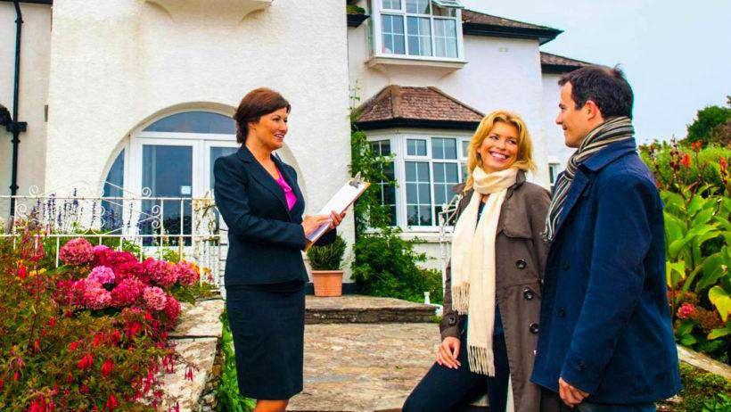 Vânzătorul, cumpărătorul și agentul imobiliar – cu ce așteptări se implică cei trei actori într-o tranzacție imobiliară?
